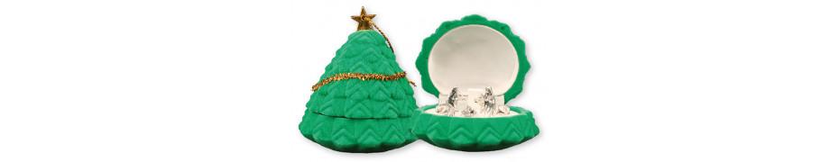 CHRISTMAS PRESENTS AND CHRISTMAS TRADITIONAL NATIVITIES